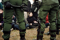 20.03.1998, Germany, Ahaus:<br /> Demonstranten gegen Castor Transport werden bei Sitzblockade von Polizei eingekesselt, Castor Transport nach Ahaus<br /> IMAGE: 19980320-01/02-26<br />  <br />  <br />  <br /> KEYWORDS: Verhaftung, Festnahme, Demo, Demonstration