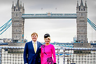 24-10-2018 King Willem-Alexander and Queen Maxima of The Netherlands pose at the Tower Bridge in London, United Kingdom, 24 October 2018. The Dutch King and Queen are in the United Kingdom for an two day official state visit. Photo: Robin Utrecht