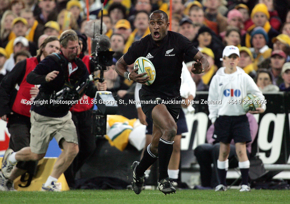 Joe Rokocoko races towards the try line during the Bledisloe Cup match between the All Blacks and the Wallabies at Telstra Stadium, Sydney, Australia on Saturday 13 August, 2005. The All Blacks won the match, 30 - 13. Photo: Hannah Johnston/PHOTOSPORT<br /><br /><br /><br />131804