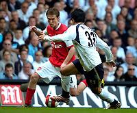 Photo: Ed Godden/Sportsbeat Images.<br /> Tottenham Hotspur v Arsenal. The Barclays Premiership. 21/04/2007. Spurs' Ricardo Rocha (R), holds off Alexander Hleb.