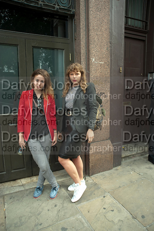 BILLIE JD PORTER; MARGOT BOWMAN, Design Your Own Timberland breakfast and Autumn/ Winter 2011 preview. Timberland. 1 Fournier St. London. Followed by an art tour by Julia Royce. 8 June 2011. <br /> <br />  , -DO NOT ARCHIVE-© Copyright Photograph by Dafydd Jones. 248 Clapham Rd. London SW9 0PZ. Tel 0207 820 0771. www.dafjones.com.