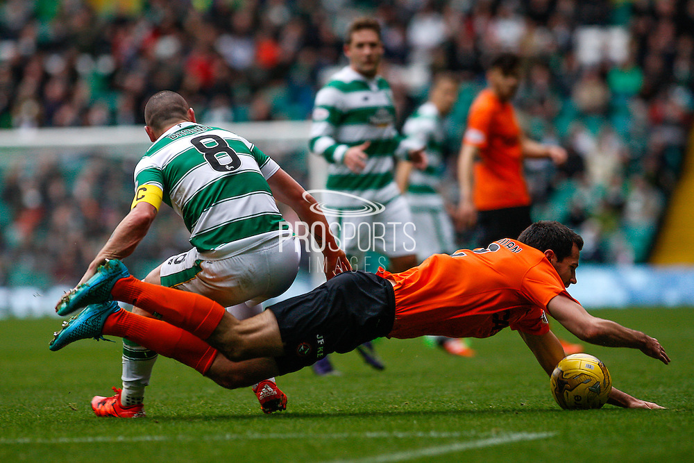 Celtic FC Midfielder Scott Brown never giving up during the Ladbrokes Scottish Premiership match between Celtic and Dundee United at Celtic Park, Glasgow, Scotland on 25 October 2015. Photo by Craig McAllister.