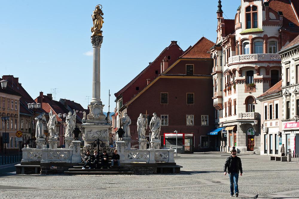La piazza di Glavni trg con la Colonna della peste