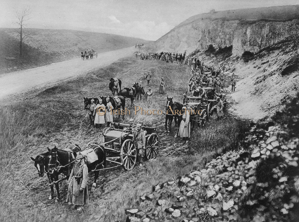 World War I 1914-1918: German horse-drawn machine gun unit pausing beside a road, 1915.  Military, Army,  Artillery, Weapon, Gun,  Automatic, Gun carriage