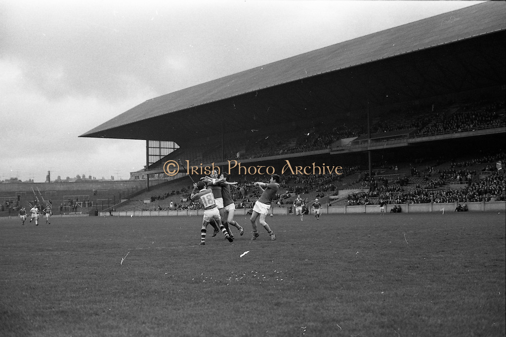 28/04/1968<br /> 04/28/1968<br /> 28 April 1968<br /> National Hurling League Semi-Final: Kerry v Wicklow at Croke Park, Dublin.<br /> Kenny forwards and Wicklow backs clash during the game.
