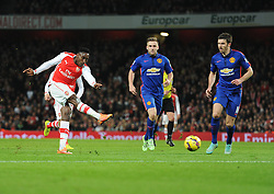 Arsenal's Danny Welbeck misses a chance outside the box. - Photo mandatory by-line: Alex James/JMP - Mobile: 07966 386802 - 22/11/2014 - Sport - Football - London - Emirates Stadium - Arsenal v Manchester United - Barclays Premier League