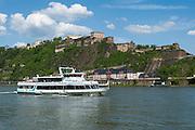 Schiff auf dem Rhein, Festung Ehrenbreitstein, Koblenz, Oberes Mittelrheintal, Rheinland-Pfalz, Deutschland | ship on Rhine, fortress Ehrenbreitstein, Koblenz, Upper Middle Rhine Valley, Rhineland-Palatinate, Germany