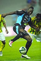 FOOTBALL - FRENCH CHAMPIONSHIP 2010/2011 - L2 - FC NANTES v FC TOURS - 15/10/2010 - PHOTO PASCAL ALLEE / DPPI - ANDRE TITI BUENGO (TOURS FC) / PAPA MALICK BA (FCN)