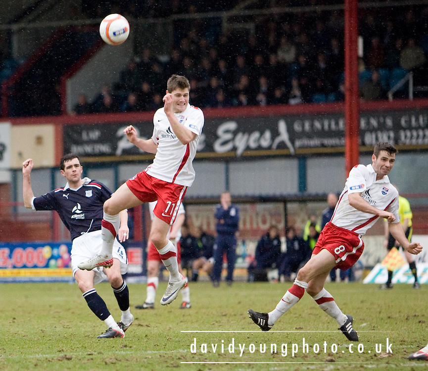 Dundee's Stephen O'Donnell curls in a shot - Dundee v Ross County, IRN BRU Scottish Football League First Division at Dens Park..© David Young - .5 Foundry Place - .Monifieth - .Angus - .DD5 4BB - .Tel: 07765 252616 - .email: davidyoungphoto@gmail.com.web: www.davidyoungphoto.co.uk