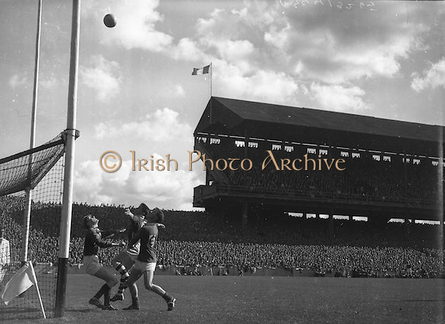 Ball flies over the bar during the All Ireland Minor Gaelic Football Final Cork v. Mayo in Croke Park on 24th September 1961.