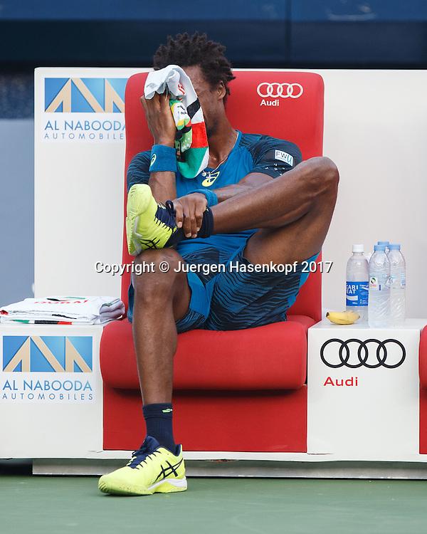 GAEL MONFILS (FRA) sitzt auf der Bank nach seinem Sturz,<br /> <br /> <br /> Tennis - Dubai Duty Free Tennis Championships - ATP -  Dubai Duty Free Tennis Stadium - Dubai -  - United Arab Emirates  - 1 March 2017. <br /> &copy; Juergen Hasenkopf