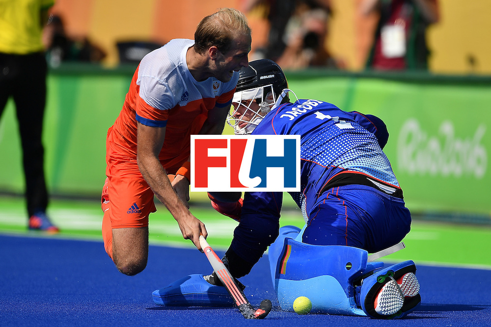 RIO DE JANEIRO, BRAZIL - AUGUST 18:  Goalkeeper of Germany Nicolas Jacobi tries to save the shot from Billy Bakker of the Netherlands during the penalty shoot out of the Mens's Bronze medal match between the Netherlands and Germany on Day 13 of the Rio 2016 Olympic games at Olympic Hockey Center on August 18, 2016 in Rio de Janeiro, Brazil.  (Photo by Pascal Le Segretain/Getty Images)