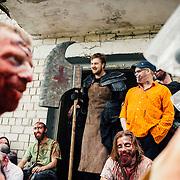 20.05.2016 Mahlwinkel, Zombie Larp (live action role play) Veranstalter: Lost ideas.<br />Etwa 600 Spieler, die Spieler sind 24h im Spiel.<br /><br />Zombie Spieler machen Pause vor einem Savehouse.<br /><br />&copy; Harald Krieg/Agentur Focus