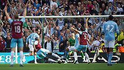 01.05.2011, City of Manchester Stadium, Manchester, ENG, PL, Manchester City FC vs West Ham United FC, im Bild West Ham United's Valon Behrami scores the equalising goal against Manchester City during the Premiership match at the City of Manchester Stadium, EXPA Pictures © 2011, PhotoCredit: EXPA/ Propaganda/ D. Rawcliffe *** ATTENTION *** UK OUT!