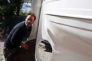 Dopo averne vissuto i limiti, Gianfranco Franciosi sceglie nel 2013 di uscire volontariamente dal programma di protezione dei testimoni di giustizia. Dopo essere tornato ad Ameglia, Gianni ha riaperto la sua attività di produzione di imbarcazioni. Oggi progetta e crea gozzi, tradizionali barche liguri.