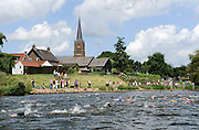 Nederland, Batenburg, 4-8-2012Jaarlijks wordt de Jan de Koele zwemtocht gehouden tussen de maasdorpen Batenburg en Appeltern.Foto: Flip Franssen/Hollandse Hoogte