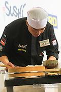 Le championnat de France de sushi a réuni des chefs cuisiniers français et internationaux. Tino Singharaj<br /> demi-finale épreuve Edeomae