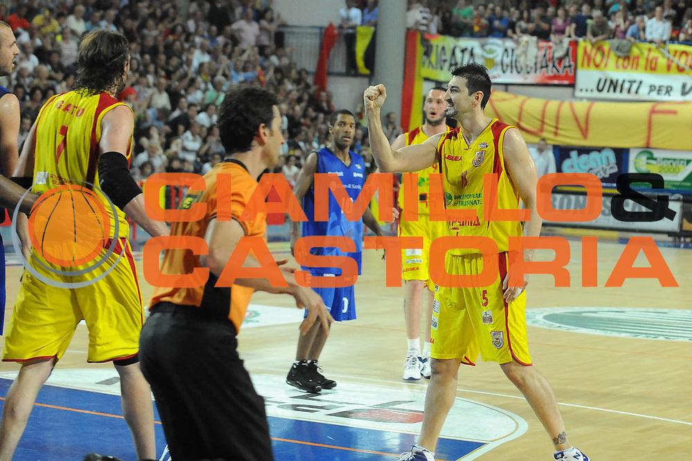 DESCRIZIONE : Frosinone Lega A2 2009-10 Playoff Finale Gara 1 Prima Veroli Banco di Sardegna Sassari<br /> GIOCATORE : Mario Gigena<br /> SQUADRA : Prima Veroli <br /> EVENTO : Campionato Lega A2 2009-2010<br /> GARA : Prima Veroli Banco di Sardegna Sassari<br /> DATA : 06/06/2010<br /> CATEGORIA : Esultanza<br /> SPORT : Pallacanestro <br /> AUTORE : Agenzia Ciamillo-Castoria/GiulioCiamillo<br /> Galleria : Lega Basket A2 2009-2010 <br /> Fotonotizia : Frosinone Campionato Italiano Lega A2 2009-2010 Playoff Finale Gara 1 Prima Veroli Banco di Sardegna Sassari<br /> Predefinita :