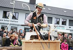 THEMENBILD - Erntedankfest, Bezirkserntedankfest für den Bezirk Liezen, im Bild die Darstellung des Handwerks Drechseln, aufgenommen am 27.09.2015 in Haus im Ennstal, Steiermark, Österreich // durnery at the harvest festival in Haus im Ennstal, Styria, Austria on 2015/09/27. EXPA Pictures © 2015, PhotoCredit: EXPA/ Martin Huber
