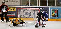 Ishockey , Get - ligaen <br /> 23.11.2010 <br /> Hamar OL-Amfi<br /> Storhamar  Dragons  v Sparta Sarpsborg 2-3 etter straffe.<br /> Foto:Dagfinn Limoseth  -  Digitalsport<br /> Dion Knelsen  , Sparta og Trevor Koenig , Storhamar