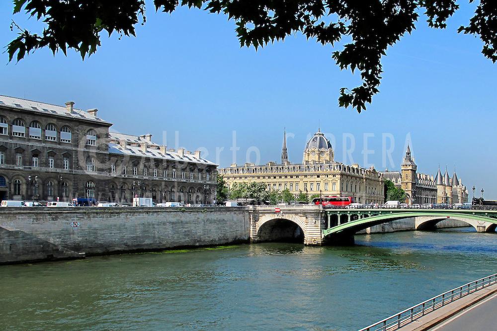 Alberto Carrera, Seine River, Paris, France, Europe