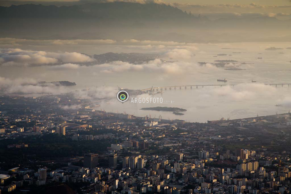 Vista da Baia de Guanabara, Ilha do Governador e Ponte Rio-Niteroi, no Rio de Janeiro /  Guanabara Bay and Rio-Niteroi Bridge, in Rio de Janeiro, Brazil. Considered one of the longest bridges of the world with 44.300 feet of extension