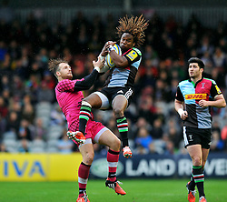 Marland Yarde of Harlequins claims the ball in the air - Photo mandatory by-line: Patrick Khachfe/JMP - Mobile: 07966 386802 04/10/2014 - SPORT - RUGBY UNION - London - The Twickenham Stoop - Harlequins v London Welsh - Aviva Premiership