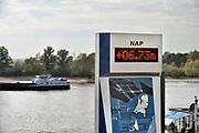 Nederland, the netherlands, Lobith, 15-10-2018 Het officiele waterpeilmeetstation waar de rijn ons land binnenkomt. De stand staat op 6,73 meter . Laagst gemeten stand ooit. De hoogste stand was in 1925 met 16,93 meter . De rivierbodem ligt op 5,20 meter en de gemiddelde jaarhoogte is 9.81 meter. Cijfers Rijkswaterstaat. Foto: Flip Franssen