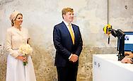 6-5-2014 -   ULFT - Koning Willem-Alexander en koningin Maxima brengen een streekbezoek aan de achterhoek . DE opening in de DRU-ijzergieterij Na aankomst in ICER gebouw vindt in aankomsthal de gezichtsregistratie van koning en koningin plaats. COPYRIGHT ROBIN UTRECHT