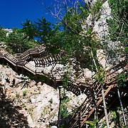 Un escalier géant part à l'assaut des remaprts du canyon de a rivière Krka.