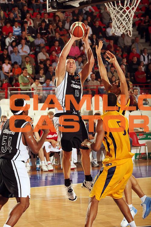 DESCRIZIONE : Varese Lega A1 2007-08 Amichevole Cimberio Varese Premiata Montegranaro<br /> GIOCATORE : Gabriel Fernandez<br /> SQUADRA : Cimberio Varese<br /> EVENTO : Campionato Lega A1 2007-2008<br /> GARA : Cimberio Varese Premiata Montegranaro<br /> DATA : 23/09/2007<br /> CATEGORIA : Tiro<br /> SPORT : Pallacanestro<br /> AUTORE : Agenzia Ciamillo-Castoria/G.Cottini