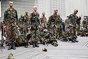 Rotterdam, 11 juli 2014.<br /> De pet mag af, de baret gaat op<br /> Rotterdamse mariniers krijgen felbegeerde blauwe baret<br /> De aspirant-mariniers komen van de Karel Doormanstraat aangelopen. Met hiervoor een muziekcorps. De ceremonie zelf vindt plaats op het Schouwburgplein. Dit zal rond 11.45 zijn. <br /> De ceremonie vrijdag begint om 11.30 uur met muziek van Marinierskapel der Koninklijke Marine. Om 12.00 uur be&euml;indigen de mariniers-in-opleiding hun final excercise en na de toespraken vervangen de aspirant-mariniers hun gevechtspetten door de marinierspet. Op het Schouwburgplein staat een vloot- en roadshow van het Korps Mariniers opgesteld.<br /> ANP MARTIJN BEEKMAN