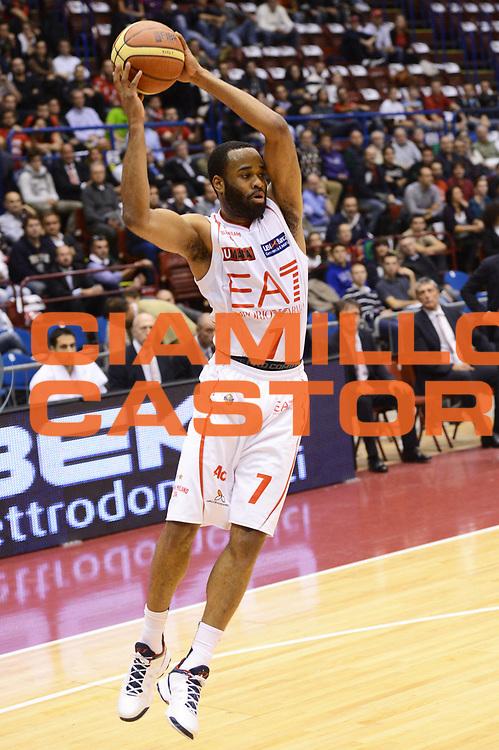 DESCRIZIONE : Milano Lega A 2012-13 EA7 Emporio Armani Milano Acea Roma<br /> GIOCATORE : Malik Hairston<br /> CATEGORIA : passaggio<br /> SQUADRA : EA7 Emporio Armani Milano<br /> EVENTO : Campionato Lega A 2012-2013 <br /> GARA : EA7 Emporio Armani Milano Acea Roma<br /> DATA : 22/10/2012<br /> SPORT : Pallacanestro <br /> AUTORE : Agenzia Ciamillo-Castoria/GiulioCiamillo<br /> Galleria : Lega Basket A 2012-2013  <br /> Fotonotizia :  Milano Lega A 2012-13 EA7 Emporio Armani Milano Acea Roma<br /> Predefinita :