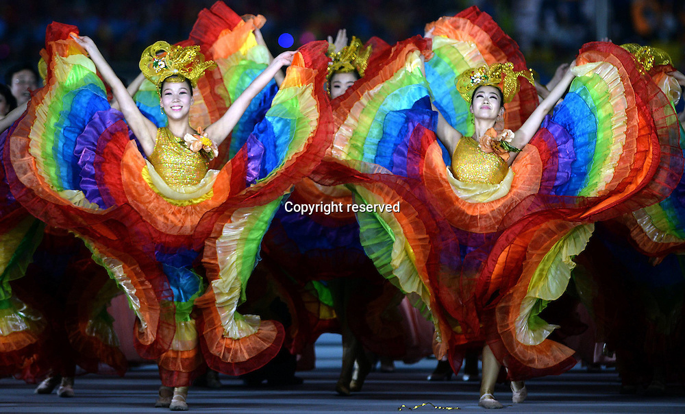 28.08.2014. Nanjing, China.  Artists perform during warm-up show ahead of the closing ceremony of Nanjing 2014 Youth Olympic Games in Nanjing, capital of east Chinas Jiangsu Province, Aug. 28, 2014.