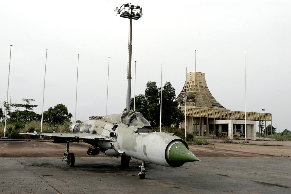 A decaying fighter jet at the Moanda Airport which was built by Mobutu Sese Seko to receive the Concord in his native village in Equateur province and was Africa's largest airport. .Gbadolite, DR Congo. 16/03/2009.Photo © J.B. Russell