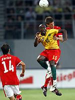 Fotball<br /> Østerrike v Kamerun<br /> 12.08.2009<br /> Foto: Gepa/Digitalsport<br /> NORWAY ONLY<br /> <br /> Bild zeigt Achille Webo (CMR) und Franz Schiemer (AUT)