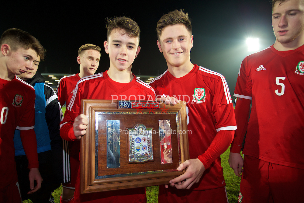 BALLYMENA, NORTHERN IRELAND - Thursday, November 20, 2014: Wales' Robbie Burton and Matty Smith with the trophy after the 2-0 victory over Northern Ireland during the Under-16's Victory Shield International match at the Ballymena Showgrounds. (Pic by David Rawcliffe/Propaganda)