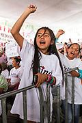 Niñas asistentes a un mitin de Delfina Gómez en Naucalpan