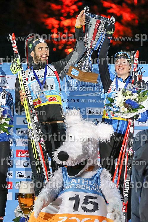 28.12.2015, Veltins Arena, Gelsenkirchen, GER, IBU Weltcup Biathlon, auf Schalke, im Bild Martin Fourcade und Marie Dorin-Habert (Frankreich/FR) bei der Medaillenzeremonie // during the IBU Biathlon World Cup at Veltins Arena in Gelsenkirchen, Germany on 2015/12/28. EXPA Pictures &copy; 2015, PhotoCredit: EXPA/ Eibner-Pressefoto/ Kohring<br /> <br /> *****ATTENTION - OUT of GER*****