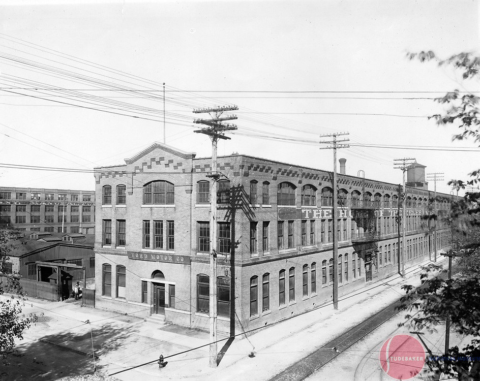 c.1910 view of the Studebaker Corporation's Piquette Avenue plant in Detroit. This was formerly a Ford plant, hence the signage.