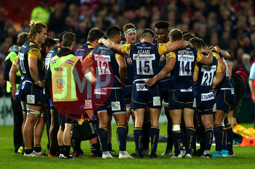 Worcester Warriors huddle during the game against Gloucester Rugby - Mandatory by-line: Robbie Stephenson/JMP - 22/09/2017 - RUGBY - Kingsholm - Gloucester, England - Gloucester Rugby v Worcester Warriors - Aviva Premiership