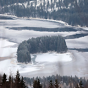 Noorwegen Fagernes 28 december 2008 20081228 Foto: David Rozing .Winterlandschap dennebomen water en ijs.Wintertime, landscape trees river and ice..Foto: David Rozing