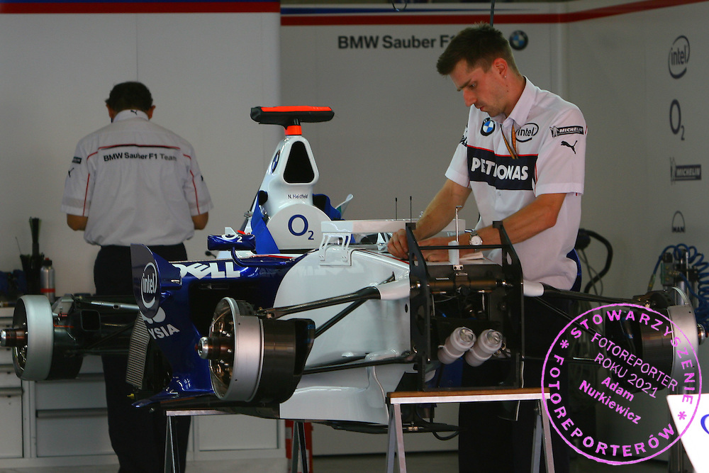 28.09.2006 Shanghai, China, ..BMW Sauber F1 Team, F1.06 - Formula 1 World Championship, Rd 16, Chinese Grand Prix, Thursday - ..FOT. XPB.CC / WROFOTO..*** POLAND ONLY !!! ***