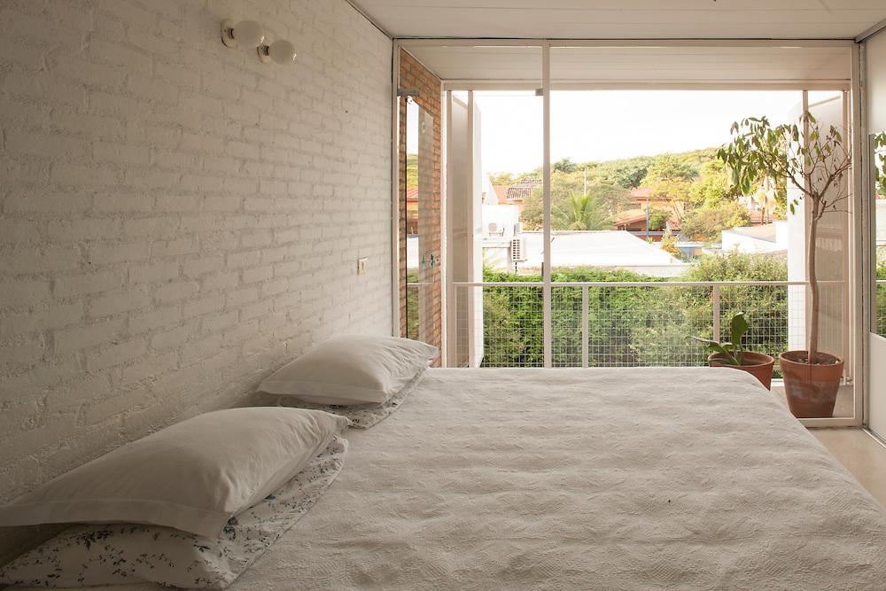 SÃO PAULO, SP, BRASIL, 29/01/09 :  ARQUITETURA: Casa do fotógrafo Lalo de Almeida e sua mulher Nadia. A residência foi projetada pelo arquiteto Eduardo de Almeida, pai de Lalo. (foto:CAIO GUATELLI)