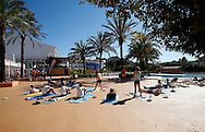 Hotel Beach Club Font de Sa Cala, Fitness Training am Pool,.Capdepera,Mallorca,Spanien,