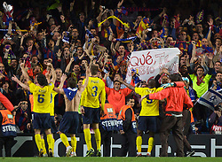 LONDON, ENGLAND - Wednesday, May 6, 2009: Barcelona's supporters and players celebrate after their dramatic injury time winning away goal knocked Chelsea out during the UEFA Champions League Semi-Final 2nd Leg match at Stamford Bridge. (Photo by Carlo Baroncini/Propaganda)