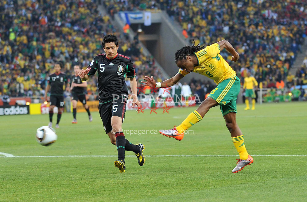 JOHANNESBURG, SOUTH AFRICA - Friday, June 11, 2010: South Africa's Siphiwe Tshabalala beats Mexico's Ricardo Osorio to the ball to score the opening goal during the opening Group A match of the 2010 FIFA World Cup South Africa at the Soccer City Stadium. (Pic by Hoch Zwei/Propaganda)