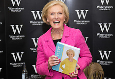 2016-03-03 Mary Berry signs her new book at Waterstone's