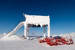 THEMENBILD - Vereiste Schleppliftstationam Skiberg Aareskutan, aufgenommen am Freitag, 16. März 2018. Die alpinen Ski- Weltmeisterschaften 2019 finden von 05. bis 17. Februar in Aare /Schweden statt // TFrosted tow lift station at Skiberg Aareskutan, pictured on Tuesday, March 13, 2018. The Alpine Skiing World Championships 2019 will take place from 05 to 17 February in Aare. Sweden on 2017/03/16. EXPA Pictures © 2018, PhotoCredit: EXPA/ Johann Groder
