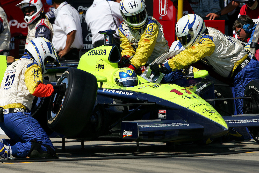 Vitor Meira pits at the Michigan International Speedway, Firestone Indy 400, July 31, 2005